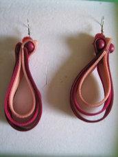 orecchini rossi e rosa