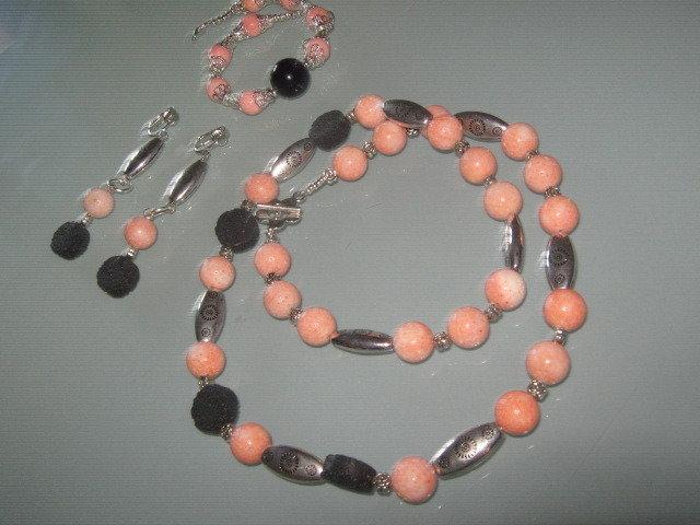 art 372 collana in corallo madrepora rosa, perle round varie misure, pietra lavicacon orecchini e bracciale,argento tibetano anallergico