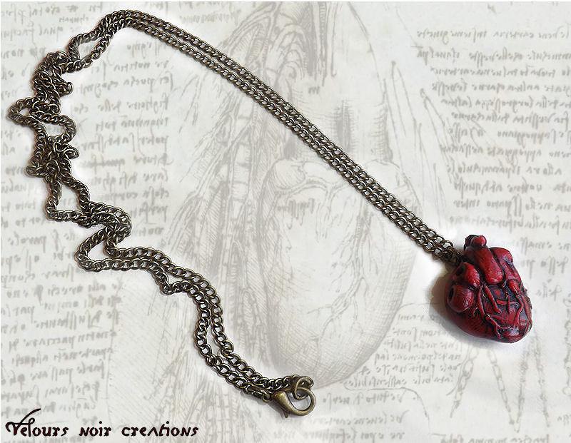 Collana in bronzo con cuore anatomico creato a mano in fimo steampunk