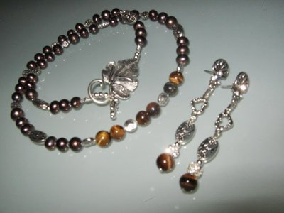 art  278 collana in pietra occhio di tigre naturale, e perle di fiume marroni, con orecchini e chiusura in  argento tibetano anallergico