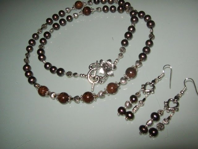 art 280 collana in  perle di fiume marroni e giada marrone naturale, con orecchini e chiusura in argento tibetano anallergico