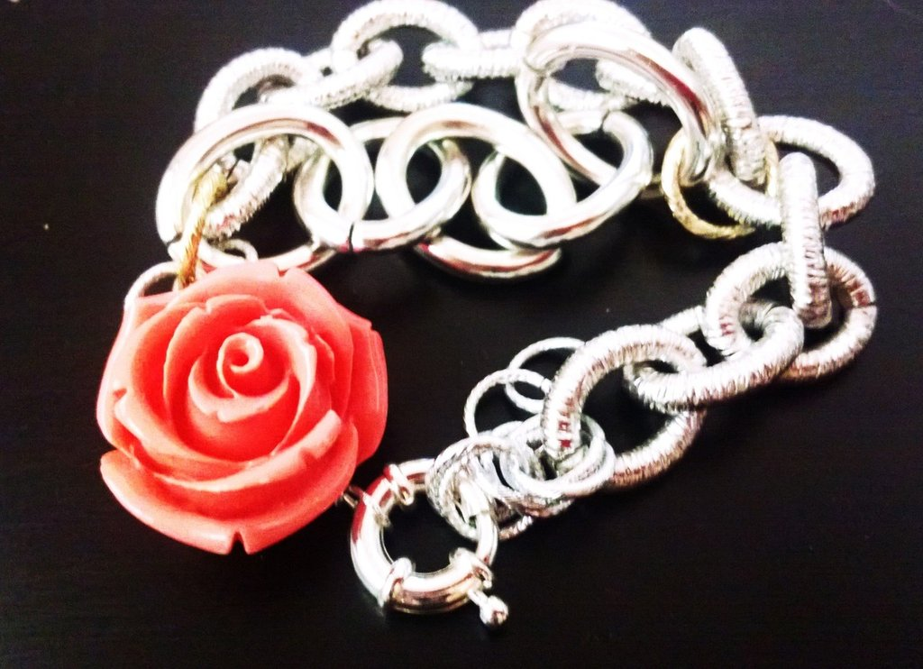 bracciale catene e rosa di resina
