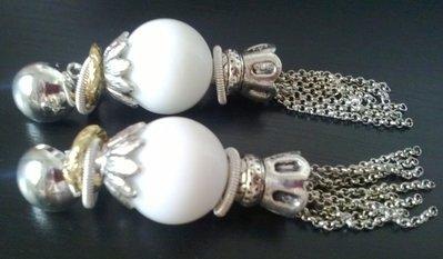 Orecchini pendenti agata bianca e catene