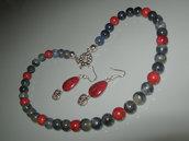 art  126 collana in corallo spugna rosso,e giada grigia, perle round, e a goccia,con orecchini,argento tibetano anallergico
