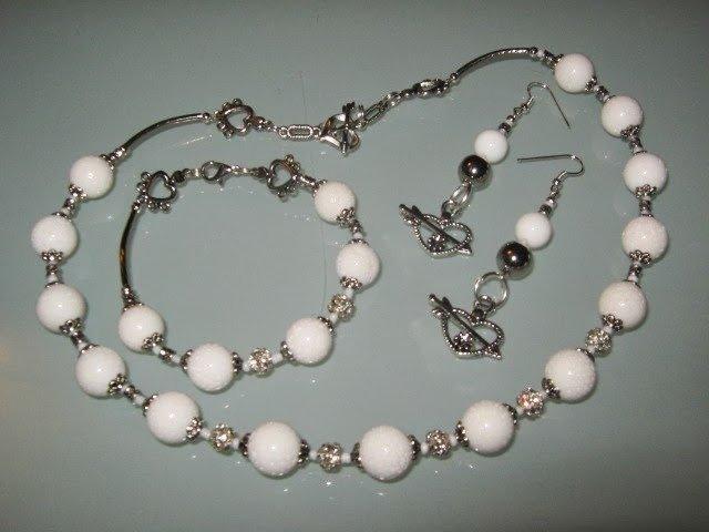 art 183  collana in agata bianca, con orecchini e bracciale, in argento tibetano anallergico