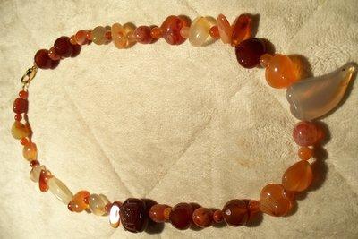 Collana in agata multicolor di varie forme