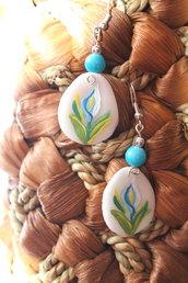 Orecchini dipinti a mano con perline azzurre e in argento