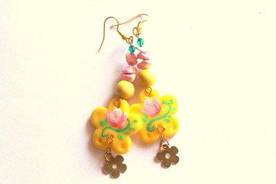 orecchini dipinti a mano con pietre colorate