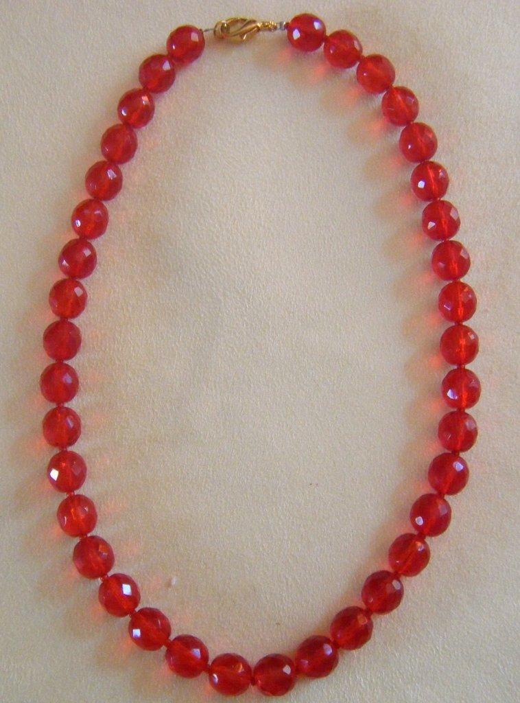 collana girocollo in mezzo cristallo rosso