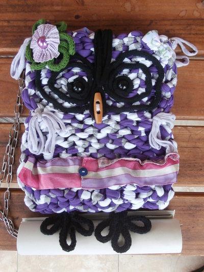 Borsa gufo a tracolla in fettuccia bianca grigia e viola fatta a mano