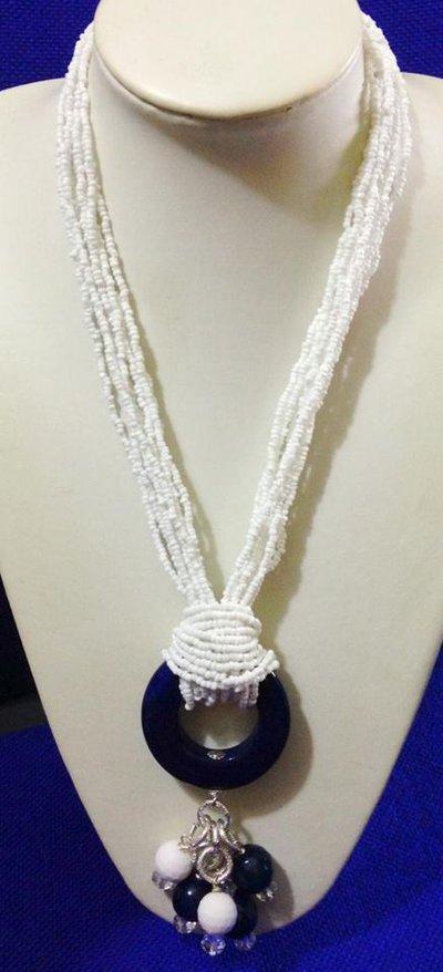 Collana multi fili bianca e blu