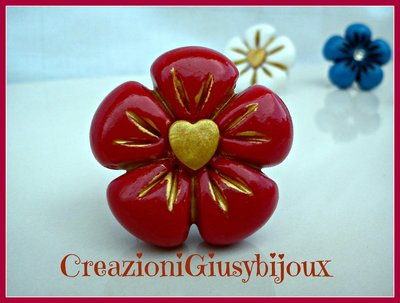 Romantico anello fiore  rosso  con  cuore oro in pasta di fimo  (polymer clay) handmade