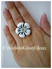 Brillante anello fiore bianco  con strass trasparente in fimo (polymer clay) handmade