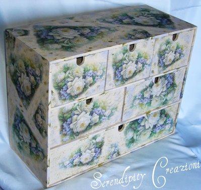 Cassettiera in legno Rose Bianche