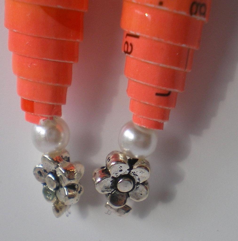 orecchini di carta arancioni fiore