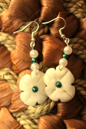 Orecchini floreali con perline