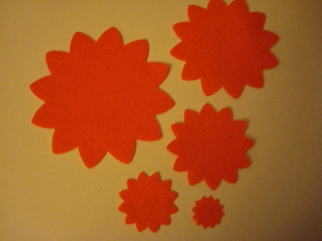 Set fustellati in feltro forma: fiore 12 petali 5 pezzi