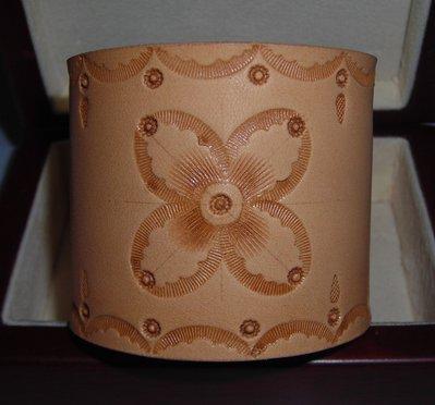 bracciale in pelle cuoio decorato su misura leather cuff wristband customisable.