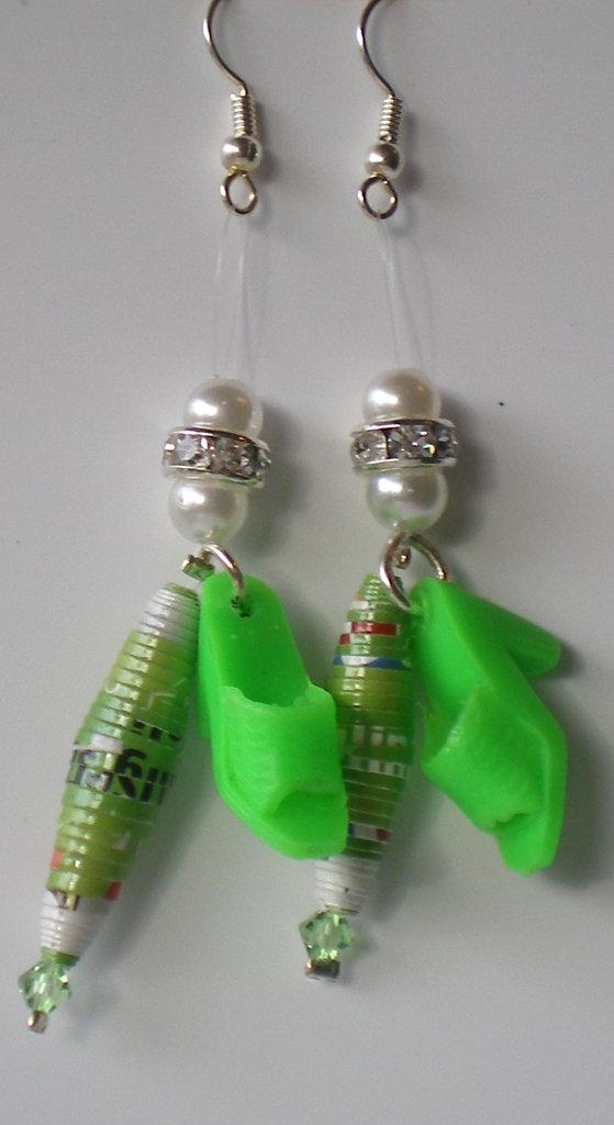 orecchini oblunghi verdi scarpe