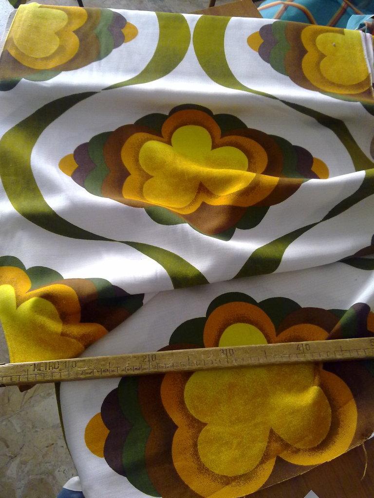 Taglio scampolo cotone fiore grande bianco giallo beige verde brown vintage 70
