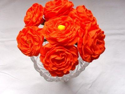 dalie in carta crespa  color arancio scuro