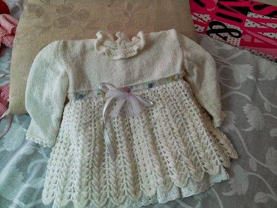 Vestitino bianco di lana bimba realizzato a mano