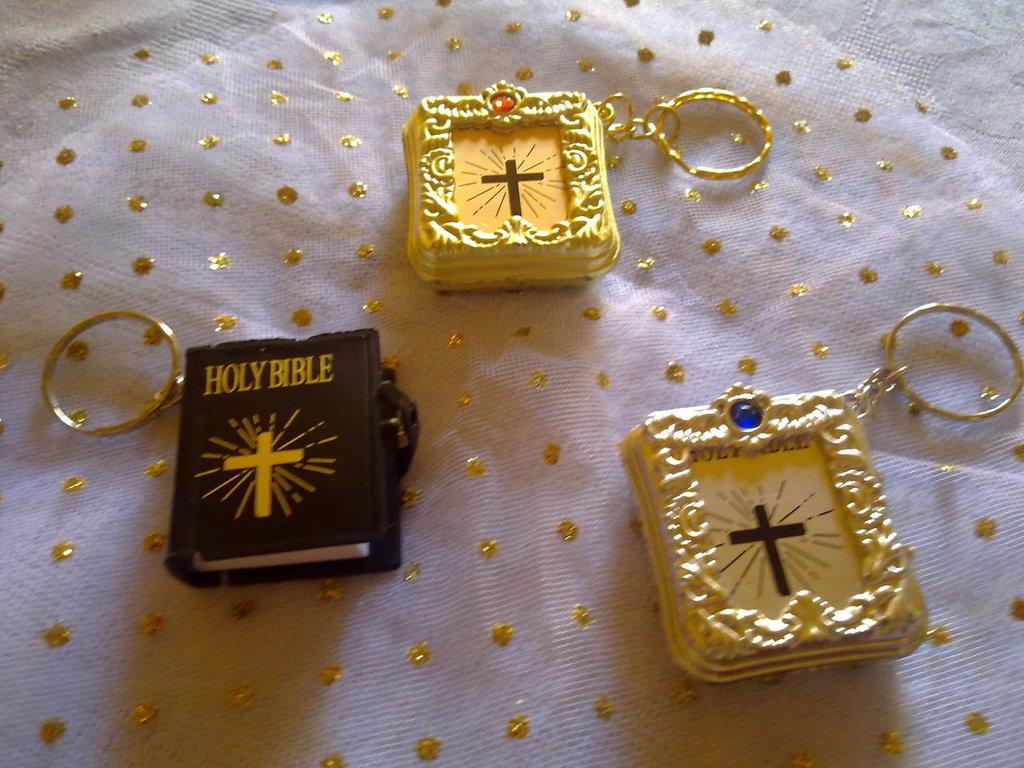 portachiavi a bibbia