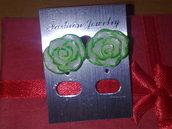 rose bianche con bordino colorato