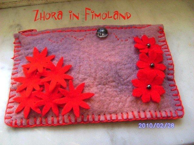 Astuccio in feltro con fiori rossi