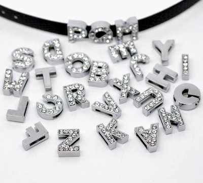 130 Mix Perle con Strass Lettere A-Z Tono Argento per Cinturini in prenotazione
