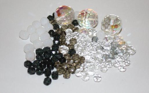 Lotto 8 - mix perline vetro - 50gr + di 55 pz