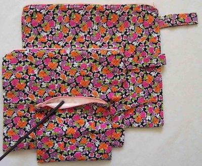 "set di 3 borse impermeabili ""fiori su nero"" - set of 3 wet bags ""flowers on black"""