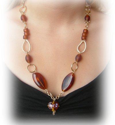 collana perle di vetro marrone con pendente cuore