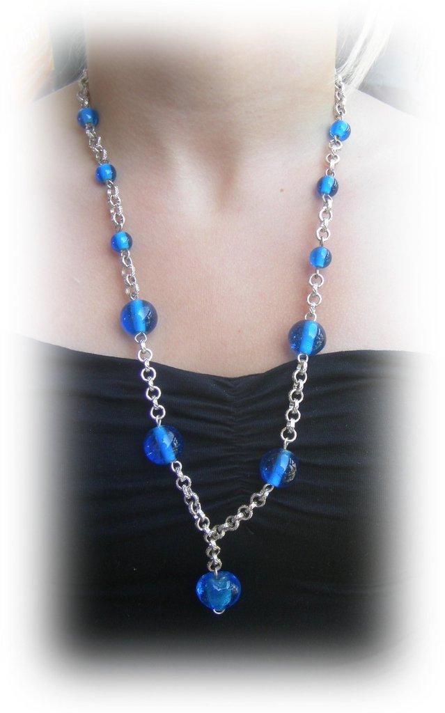 collana perle di vetro blu con ciondolo cuore