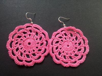 Orecchini pendenti in cotone rosa