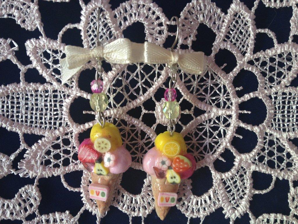 orecchini gelato con frutta e fiocchetto