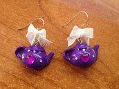 orecchini con teiera con cuore di strass e fiocchetto d'organza