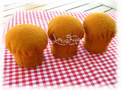 Cupcake (appena sfornato) giocattolo in feltro - Alimenti cibo in feltro per bambini