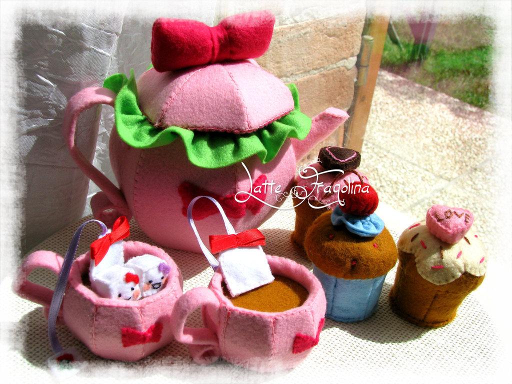 """Giocattolo in feltro """"Set da tè"""" con fiocco - Cibo e alimenti in feltro per bambini"""
