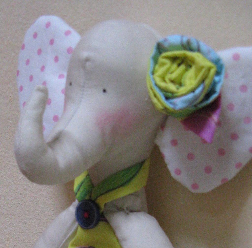 Pupazzo elefante in stoffa