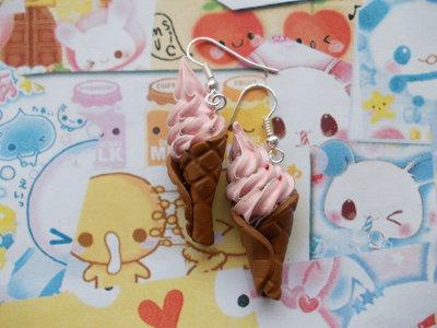 Orecchini pendenti cono gelato fragola
