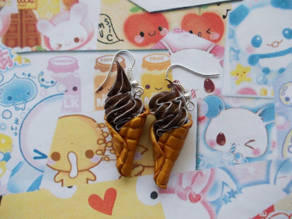 Orecchini pendenti cono gelato cioccolato