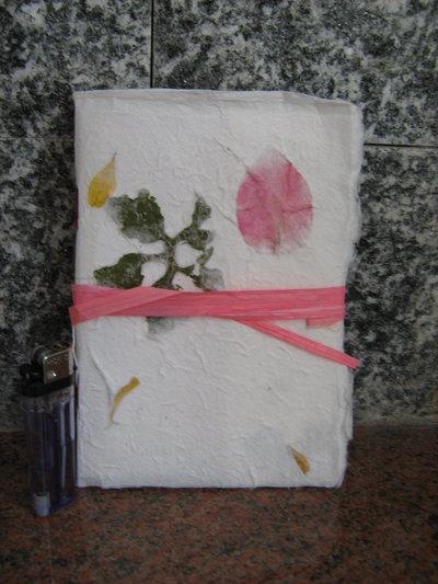 "quaderno cucito a mano ""petali rosa"""