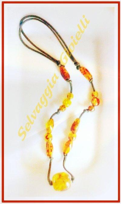 Collana in filo cuoio e perle Ambra