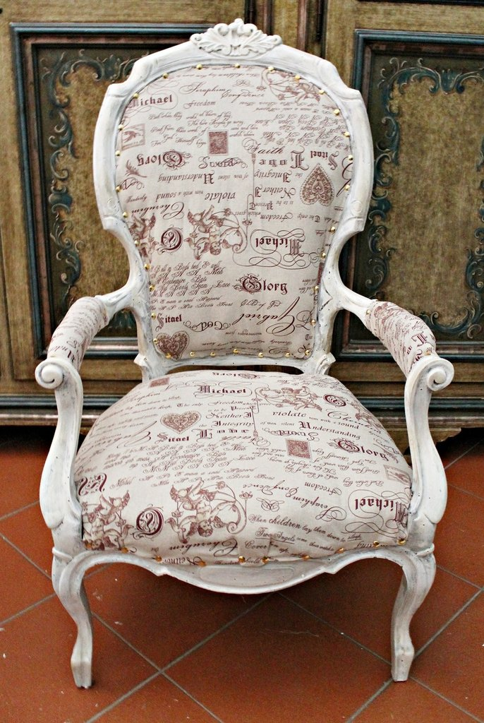 Antica poltrona restaurata decorata e rifoderata shabby - Scritte in legno shabby ...