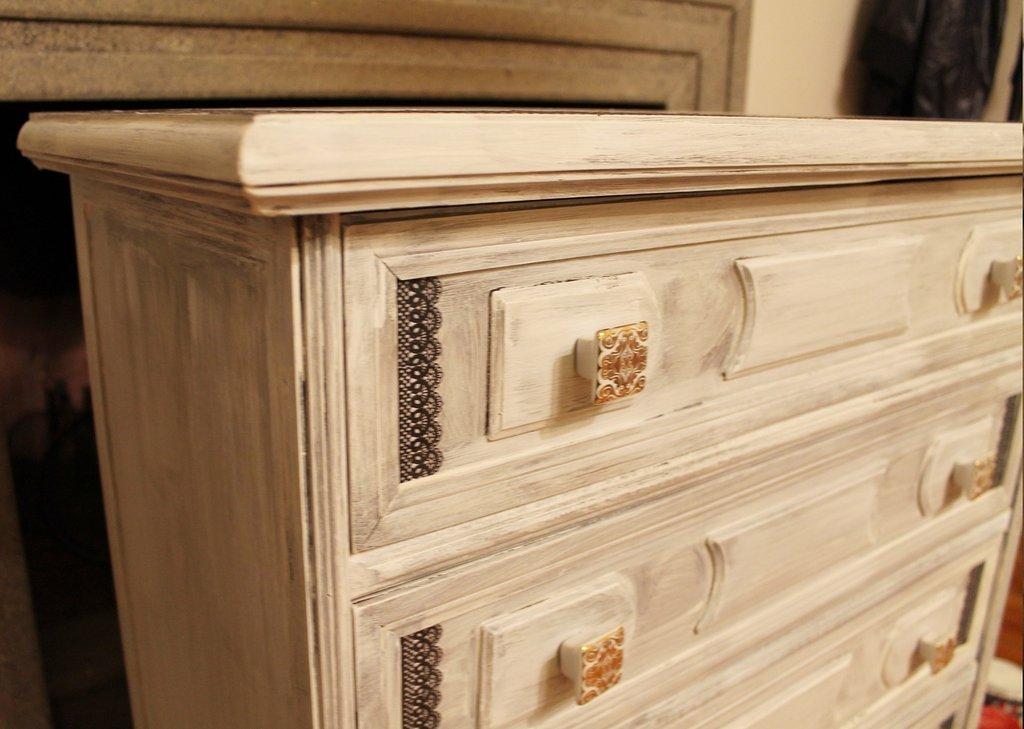 Cassettiera decorata bianca shabby chic per la casa e for Cassettiera shabby