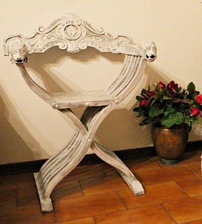 Antica sedia savonarola decorata shabby chic per la casa - Savonarola sedia ...