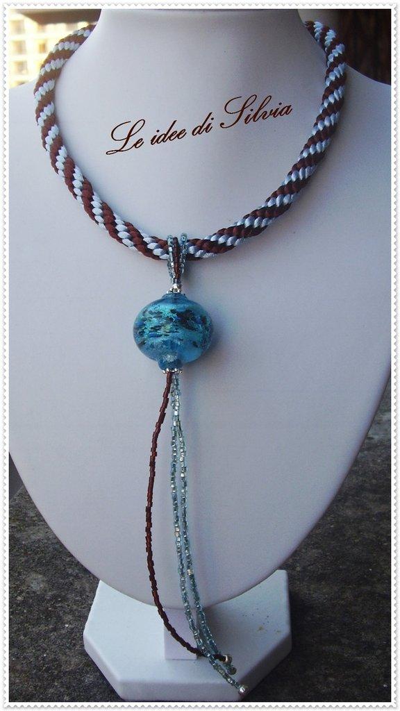 Collana con cordone in seta, murrina e perline veneziane