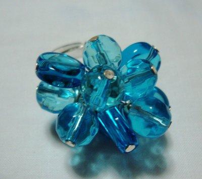anello perle di vetro azzurre!!