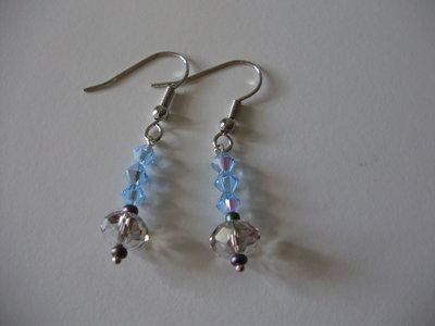 ORECCHINI SWAROSVKY bicono azzurri e cristallo bianco trasparente, filo e monachelle argentate anallergico, handmade